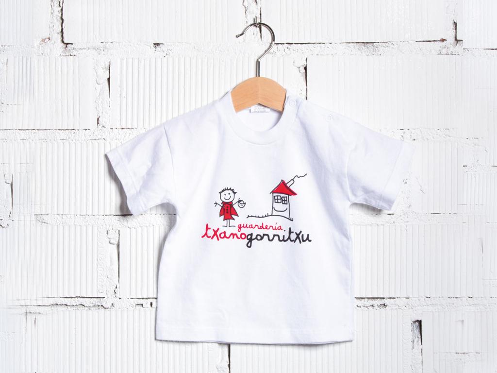 detalle camiseta uniforme guardería Txanogorritxu